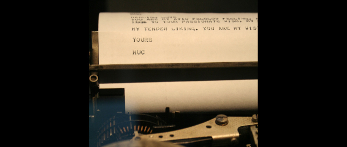 ダフィット・リンク「LoveLetters_1.0:Printout of Love-Letter on Creed Teleprinter」(2009)